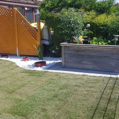 fertiger Garten mit Kiesbeet